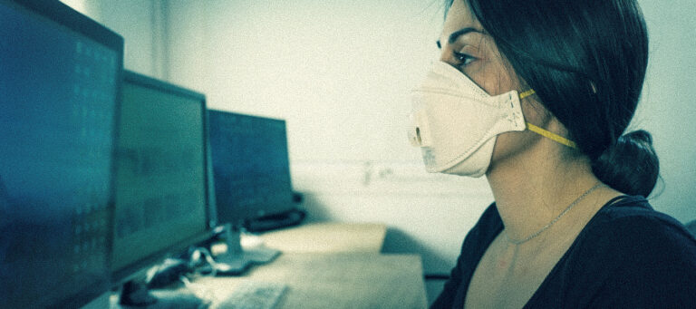 Female student wearing face mask in a computer lab